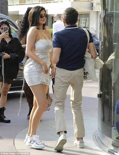 Kylie Jenner displays her post-pregnancy body in mini-dress in Cannes Kendall E Kylie Jenner, Kendall Jenner Modeling, Trajes Kylie Jenner, Looks Kylie Jenner, Estilo Kylie Jenner, Kylie Jenner Pictures, Kylie Jenner Style, Kendall Jenner Outfits, Estilo Kardashian