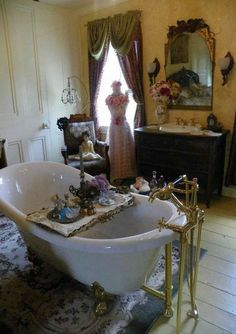 Many of you would want to have a luxurious victorian bathroom Luxury homes can be considered as a result of your hard work in life. Victorian Bathroom, Victorian Cottage, Vintage Bathrooms, Chic Bathrooms, Victorian Homes, Victorian Era, Victorian Interiors, Victorian Design, Victorian Decor