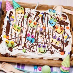 Kinder-Partykuchen mit süßem Schaum Schaum, Cake, Desserts, Food, Cooking Recipes, Kids, Pie Cake, Meal, Cakes