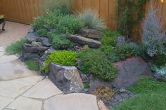 construire spirale aromatique en pierres pour votre jardin moderne
