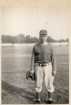 Tommy Lasorda - 1948 Pitcher for the Schenectady Blue Jays in the Canadian-American League. Baseball League, Dodgers Baseball, Baseball Players, Baseball Quotes, Baseball Stuff, Sandy Koufax, Sports Personality, Dodger Blue, Mickey Mantle