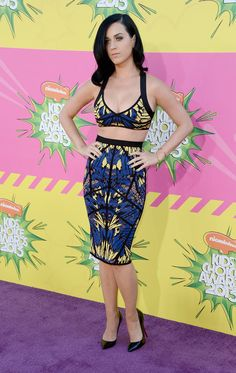 Cropped Look – Katy Perry attended the Annual Kids' Choice Awards on March looking beautiful in a cropped top and skirt from Herve Leger's… Katy Perry Legs, Katy Perry Hot, Kids Choice Award, Choice Awards, Katy Perry Outfits, Katy Perry Pictures, Sexy Legs And Heels, Rock Outfits, Herve Leger