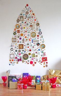 Easy Ideas for Handmade Christmas Decor. Spread holiday cheer with these Wall Christmas Tree - Alternative Christmas Tree Ideas and other holiday ideas. Wall Christmas Tree, Creative Christmas Trees, Noel Christmas, All Things Christmas, Christmas Decorations, Tree Decorations, Christmas Collage, Christmas Ideas, Xmas Trees