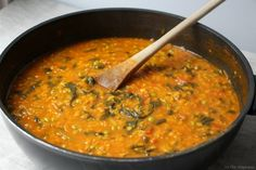 Coral lentil, pea and spinach dahl - For meatless dishes, let& look for inspiration in Indian cuisine: delicious dahl of coral len - Healthy Meals For One, Healthy Breakfast Recipes, Easy Healthy Recipes, Easy Meals, Healthy Food, Indian Food Recipes, Asian Recipes, Italian Chicken Recipes, Indian Kitchen