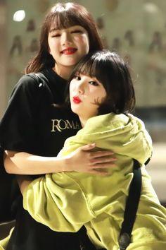 Gfriend-Yerin & Eunha 180908 Season of Gfriend Encore Kpop Girl Groups, Korean Girl Groups, Kpop Girls, Gfriend Yuju, Gfriend Sowon, Kim Ye Won, Jung Eun Bi, G Friend, Korean Singer