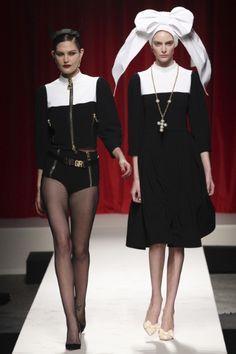 Sfilata Moschino Milano - Collezioni Primavera Estate 2014 - Vogue can we say flying nun