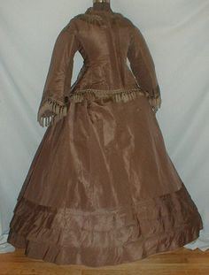 Late American Civil War dress-- more views at the link.