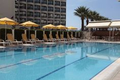 Palm Hotel Kuşadası This hotel is only 25 metres from the sandy beach of the Aegean coast. It offers an outdoor pool with children's section, fitness centre and a Turkish bath.  Palm Hotel offers modern rooms with air conditioning, seating area and satellite TV.