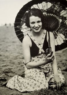 Dorothy Bartlam, -- That smile is amazing! Vintage Love, Vintage Beauty, Vintage Witch, Classic Hollywood, Old Hollywood, 1930s Fashion, Vintage Fashion, Old Photos, Vintage Photos