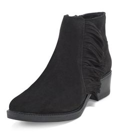 - Wide fit (D fitting)- Extra measure across insole width, joint and instep- Real suede- Tassel side- Zip side fastening