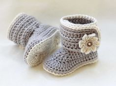 Crochet Baby Girl Booties, Crochet Baby Girl Shoes with Daisy Custom Made in size Newborn 0-3 mos 3-6 mos