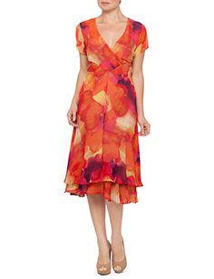 ef6944cdbb7 9 Flattering Dresses for Apple Shaped Women! - Mama Stylista