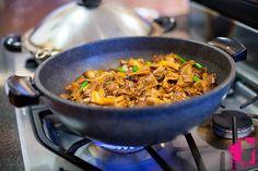 i would add a ton more veggies Pad Kee Mao Recipe, Thai Recipes, Vegan Recipes, Drunken Noodles, Thai Restaurant, Vegetarian Cooking, Cravings, Curry, Veggies