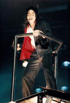 i like gugugugu Michael Jackson Video Songs, Michael Jackson Born, Michael Jackson Dangerous, Mike Jackson, You Rock My World, Earth Song, Michael Jackson Wallpaper, Classic Songs, The Jacksons