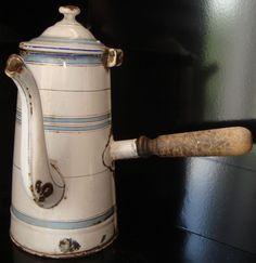 Cafetière chocolatière émaillée antiquité ancien 19ème XIXème art populaire