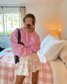 Outfits en tonos pastel que te empalagarán de amor Pastel Outfit, Pink Outfits, Teen Fashion Outfits, Hot Outfits, Colourful Outfits, Cute Casual Outfits, Girl Fashion, Pastel Fashion, Monochrome Fashion