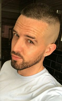 Buzz Cut For Men, Flat Top Haircut, High And Tight, Bald Fade, Handsome Faces, Beard Styles, Shaving, Haircuts, Rings For Men