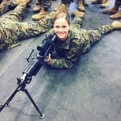 Joining The Marines, Joining The Military, Female Marines, Female Soldier, Marine Corps Uniforms, Naval Aviator, Girl Train, Military Training, Brave Women
