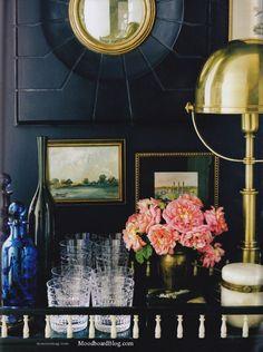 Brass + dark walls = looove