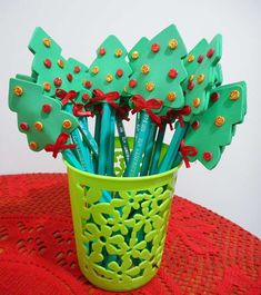 Lembrancinha de Natal: lápis com árvore de EVA | Customizando - Blog de customização de roupas, moda, decoração e artesanato