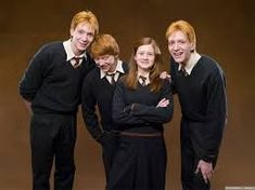 Harry Potter and the Order of the Phoenix - Promo shot of James Phelps, Oliver Phelps, Rupert Grint & Bonnie Wright Harry James Potter, Harry Potter Book Covers, Weasley Harry Potter, Harry Potter Actors, Harry Potter Pictures, Ginny Weasley, Bonnie Wright, Godzilla, Familia Weasley