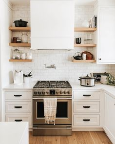 Wow guys, you love your coffee! The response to my coffee machine question on my stories was so popular. I totally get it, coffee is… Kitchen Tiles, New Kitchen, Kitchen Decor, Kitchen Interior, Design Your Kitchen, Inside Home, House Rooms, Modern Interior Design, My Dream Home