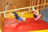 "Résultat de recherche d'images pour ""bewegungslandschaft kindergarten"" Kindergarten Games, Preschool Lessons, Kids Gym, Exercise For Kids, Outdoor Activities For Kids, Sports Activities, School Sports, Kids Sports, Pe Lesson Plans"