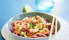 Asiatisk wok med reker Wok, Asian Style, Pasta Salad, Cabbage, Vegetables, Healthy, Ethnic Recipes, Drink, Crab Pasta Salad