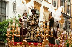El Rincón Cofrade: Sevilla. Los costaleros del Señor de la Sentencia ...