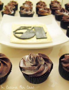Cupcake alla vaniglia in tema Studio 54 - Studio 54-themed cupcakes