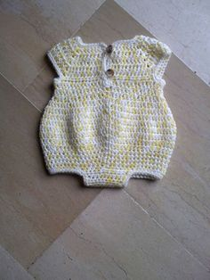 Newborn romper - free pattern Can be made in various colour ways, click on link to view