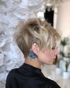 Latest Short Hairstyles for Winter 2020 , Pixie haircut has a harvest variant and is not very easy to maintain. If you like it so much, you can always have a bang and free neck cut. To grow a pixie neckline is very easy. Nice Short Haircuts, Latest Short Hairstyles, Short Hair Styles For Round Faces, Hairstyles For Round Faces, Short Hair Cuts For Women, Pixie Hairstyles, Curly Hair Styles, Bob Haircuts, Winter Hairstyles