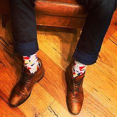 La chaussette ORIGAMI est un beau mélange de formes et de couleurs. Elle habille à elle seule une tenue ! Doc Martens Oxfords, Hiking Boots, Origami, Oxford Shoes, Fashion, Bobby Socks, Socks, Beauty, Colors