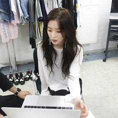 red velvet l irene Seulgi, Kpop Girl Groups, Korean Girl Groups, Kpop Girls, Rapper, Red Velvet Irene, Girl Crushes, Beautiful Asian Girls, Ulzzang Girl
