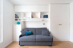 Un estudio de 15 metros cuadrados. El sofá se transforma en cama