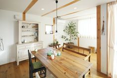 Style & Simplicity Minimalist Japanese Home Interior Design with Vintage Wood Touch Retro Interior Design, Interior Design Gallery, Japanese Interior Design, Contemporary Interior Design, Minimalist House Design, Minimalist Home Interior, Minimalist Room, Prefab Homes, Deco
