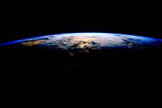 NASA Astronaut Scott Kelly Page Liked · 3 hrs ·     Day 311. When you think of beautiful things. Don't forget Earth. Good night from the International Space Station! #YearInSpace