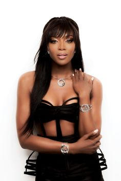 These photos prove that supermodel Naomi Campbell is sexy as ever and never ages. Jennifer Jones, Hot Shots, Naomi Campbell, Black Is Beautiful, Supermodels, Pin Up, Sexy Women, Vogue, Top Models