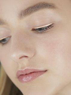 Бьюти-тренд: цветные стрелки на показе Dior - Woman's Day