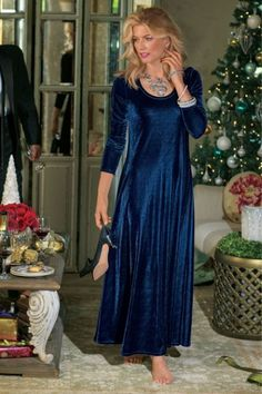 Beautifully flattering for the holiday season, our Santiago Stretch Velvet Dress will be a favorite for years to come. It even has pockets!