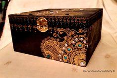 Henna/Mendhi inspired Black Peacock by HennaCreationsofeNVy. #trinketboxes #wedding #shaadi #nikaah #torontohenna #torontohennaartist #hennatoronto #mehndi #mehandi #henna #indianstyle #indianstylehenna #design #indian #dm #likeforlike #likes #desi #ethnic #shoutout #followforshouts #followforfollow #instalike #morocco #turkish #arabic