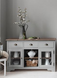 Utterly chic, the Canterbury 3 Drawer Sideboard Unit adds a dash of elegance to all interiors. In a stylish Silk Grey hue, the design is essential for channelling a modern-luxe style.
