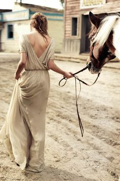 A photo that I think is simply beautiful and complete..... the combination of my passion for horses and showing femininity in the simplest ways...