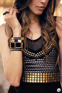 Studded Accessories Is Going To Be Modern This Season You can never have enough studs; Pastel Outfit, Mode Style, Style Me, Photography Tattoo, Top Mode, Looks Street Style, Look Chic, Look Fashion, Karl Lagerfeld