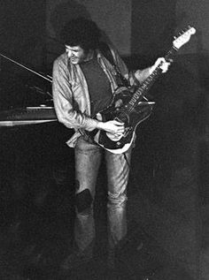 This article is an in-depth biography of the career of Mike Bloomfield, one of the greatest blues guitarists of all time. Mike Bloomfield, Guitar Guy, William Christopher, Les Paul Guitars, Blues Artists, Music Images, Jazz Blues, Music People, Vintage Guitars