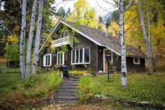 Arts And Crafts House, Home Crafts, Lodges, Fields, Cabin, House Styles, Image, Home Decor, Cabins