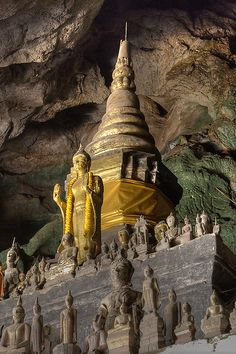 #NearPakOu (mouth of the Ou river) the Tham Ting (lower cave) and the Tham Theung (upper cave) are 25 km from #LuangPrabang, #Laos.