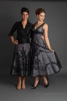 Best Mother of the Bride and Groom Dresses Ideas – OOSILE The new bride is deemed pious within her new family and she's made to go into the house that has a small fish within her hand which symbolizes luck. It's also the approach it is possibl… Mother Of The Groom Gowns, Sister Of The Groom, Mother Of The Bride, Bride Groom Dress, Groom Outfit, Groom Attire, Stunning Dresses, Elegant Dresses, Mob Dresses