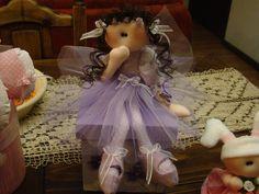 Muñeca soft sobre caja de madera