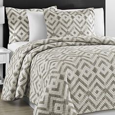 Prewashed Durable Comfy Bedding Chevron Quilted Gray and Off White Bedspread Coverlet Set (King/Cali King) King Quilt Bedding, Ruffle Bedding, King Comforter Sets, Bedding Sets, Grey Quilt, Chevron Quilt, California King Quilts, Stylish Beds, Comfy Bed